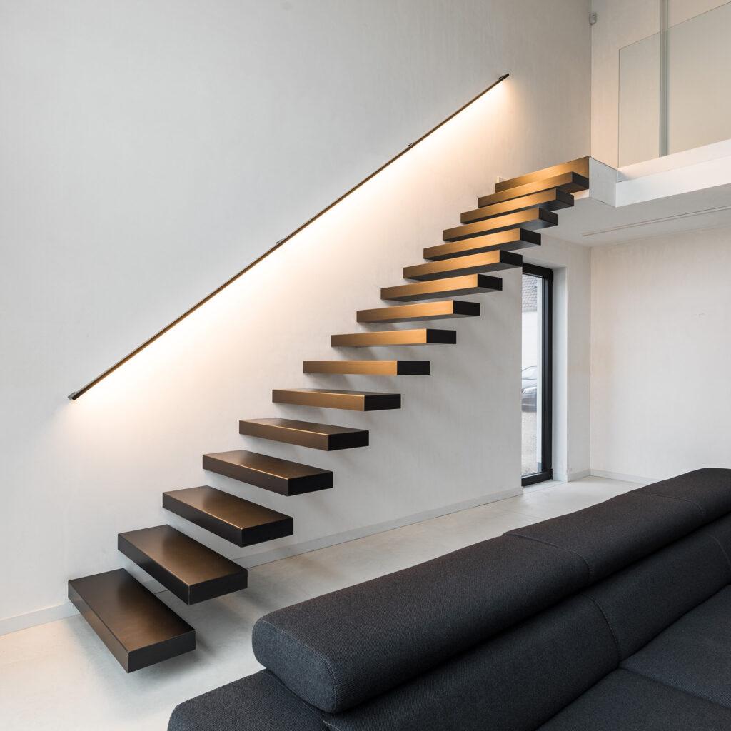 Zwevende trap uit hout © ANYWAY doors
